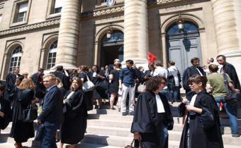 Rassemblement devant le palais de justice de Paris, 26 juin 2014.