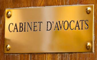 Un examen d'entrée unique pour l'accès à la profession d'avocat.