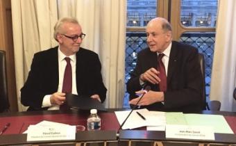 Pascal Eydoux (G) et Jean-Marc Sauvé (D). Photo CNB.