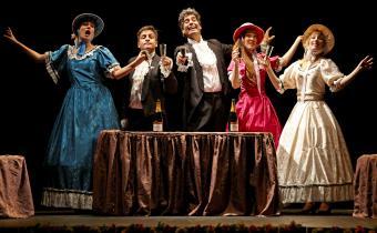 Hop ! Éra, au théâtre Édouard VII. Photo Bernard Richebé.