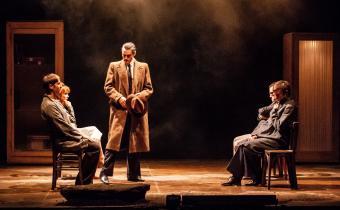 Jean Moulin, au théâtre Déjazet. Photo Lucas Dubosc.