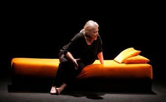 Josiane Balasko, dans la femme Rompue, au théâtre Hébertot.