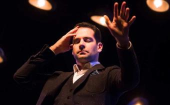 Rémi Larrousse - Songes d'un illusionniste, au théâtre Le Lucernaire. Photo Svend Andersen.