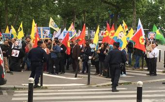 Manifestation pro-kurde, 1er juillet 2016, à Paris, à proximité de l'ambassade d'Allemagne.