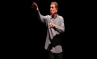 Gilbert Ponté, dans Michael Kohlhaas, l'homme révolté, au théâtre Essaïon.