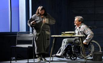 Misery, au théâtre Hébertot. Photo Nathalie Sternalsky.