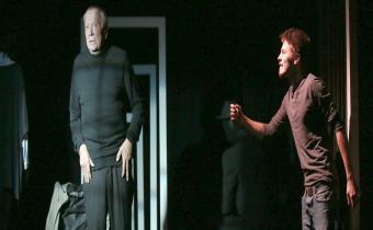 """Marcel Philippot (G) et Audran Cattin (D), dans """"Le personnage désincarné"""", au théâtre de la Huchette. Photo Lot."""