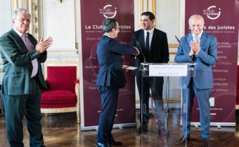 Prix Guy Carcassonne, 27 juin 2018. De g. à dr. Olivier Duhamel, Nicolas Molfessis, Farid Belacel et Laurent Fabius. Photo Philippe Vidot/Share & Dare.