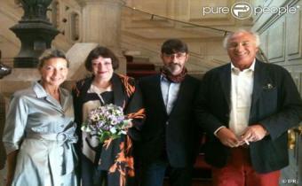 Franck Sorbier et Isabelle Tartière entourés de leurs témoins, 27 août 2011. Capture d'écran purepeople.com.