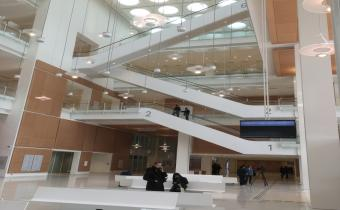 Tribunal de Paris, salle des pas perdus, 16 avr. 2018. Photo Jon Helland pour LexTimes
