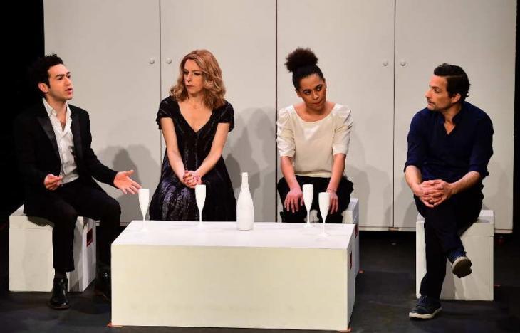 31, au studio des Champs-Élysées. Avec, de g. à d., Alexandre Faitrouni, Valérie Zaccomer, Carole Deffit et Fabian Richard. Photo Philippe Escalier.