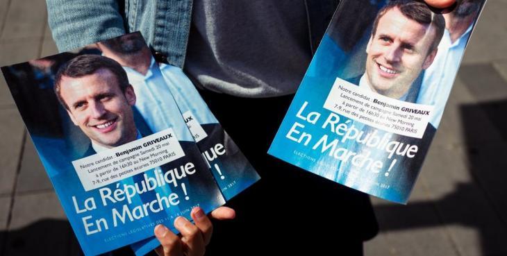 Affiche de Benjamin Griveaux avec la seule photo d'Emmanuel Macron.