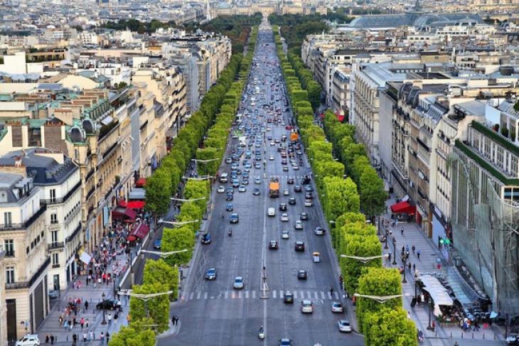 Paris, avenue des Champs-Élysées.