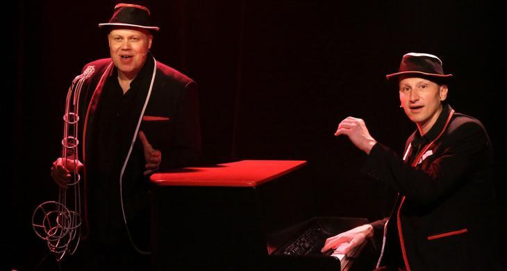 Les Demi-Frères dans Duo sur Nougaro, au théâtre l'Archipel. Photo  Charlotte Spill.