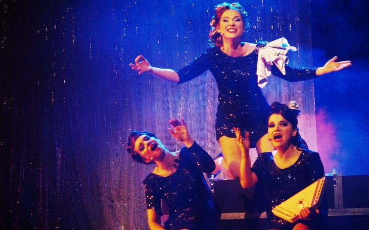 Les divalala, dans Femme Femme Femme, au théâtre Trévise. Photo Franck Harscouet.