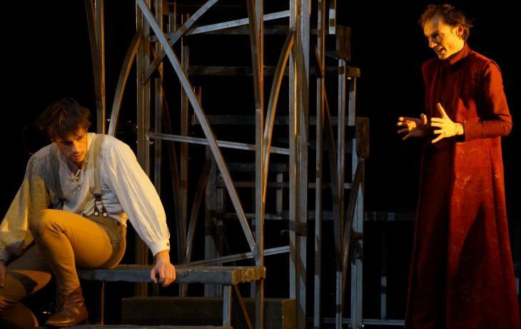 Faust de Goethe, au théâtre le Ranelagh. Photo Ben Dumas. Romain Dutheil (G) et Ronan Rivière (D).