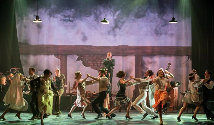 La boule rouge, au théâtre des Variétés. Photo BenH.