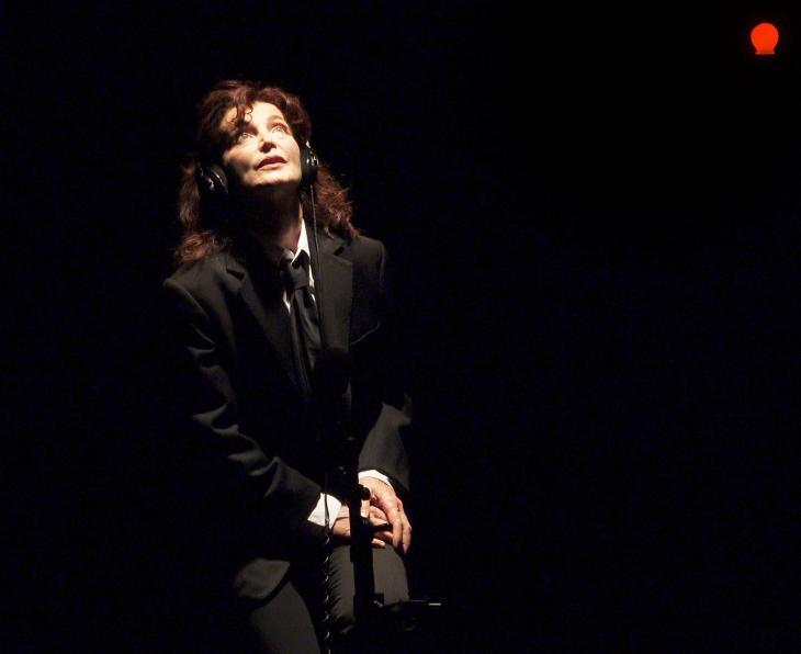 La voix humaine, au théâtre de la Contrescarpe. Photo Steve Faigenbaum.