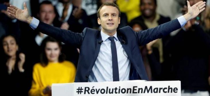 Emmanuel Macron recrute pour les législatives.