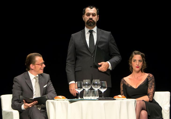 Nuit gravement au salut, au théâtre le Lucernaire. Photo L'instant d'un regard.